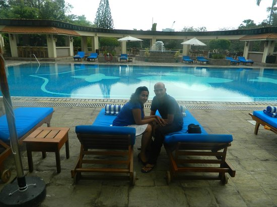 Taj Samudra Colombo: swimming pool area