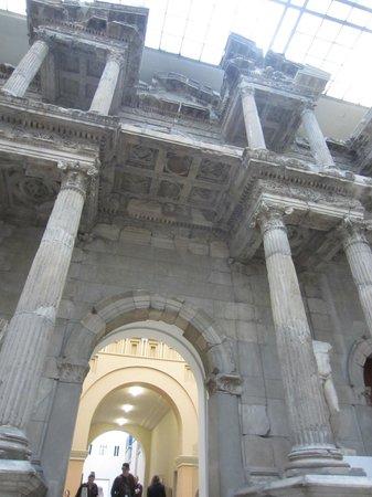 Museo de Pérgamo: A look from below.