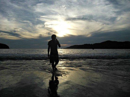 Increible atardecer en Playa la Ropa.
