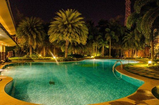 Sparsa Resort: Night Pool