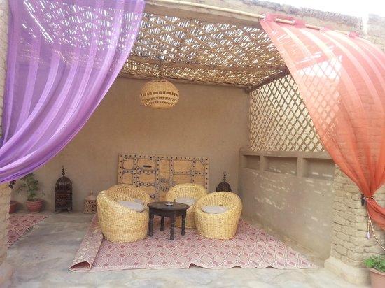 Riad Madu: Patio exterior
