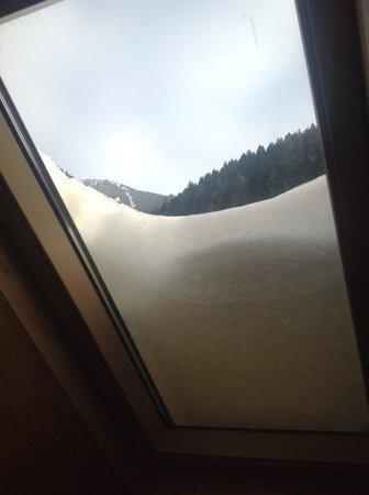 Albergo Diffuso Comeglians: la neve sull'abbaino