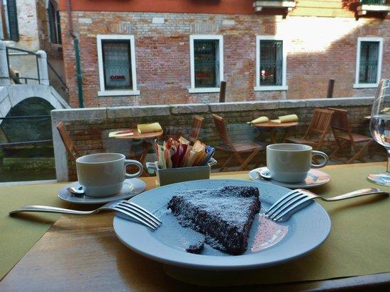 Enoteca Ai Artisti: Flourless chocolate cake.