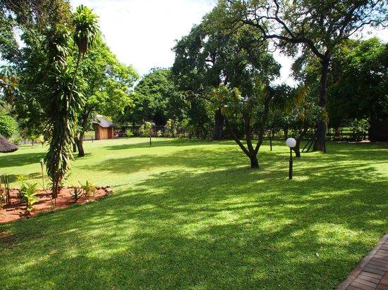 Sunbird Lodge: schöner Garten