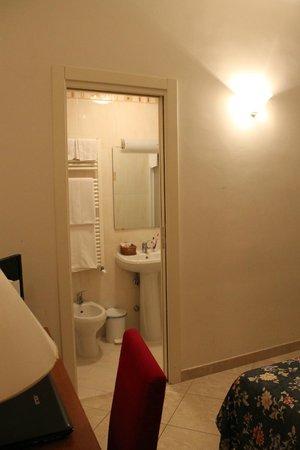 Hotel Ambasciata: Ванная комната в номере