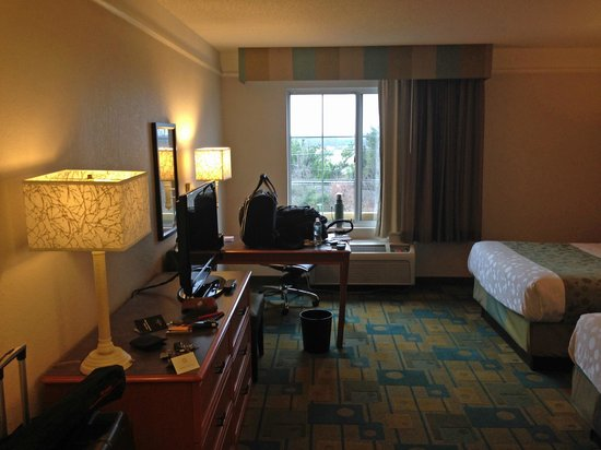 La Quinta Inn & Suites Winston-Salem : room overview 002