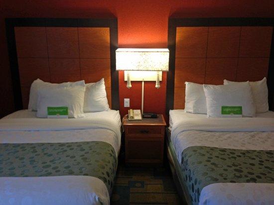 La Quinta Inn & Suites Winston-Salem : beds