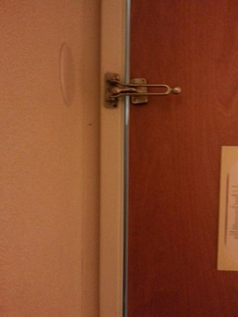 Fairfield Inn & Suites Columbus East: Large gap between door frame and door led to hearing lots of hallway noise.