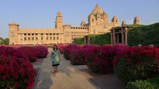 Umaid Bhawan Palace Jodhpur : Blick auf das Hotel vom Garten