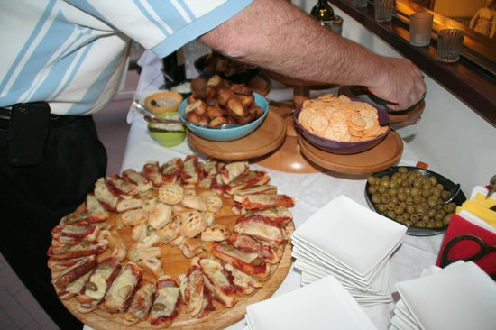 Hotel David : Happy Hour Spread