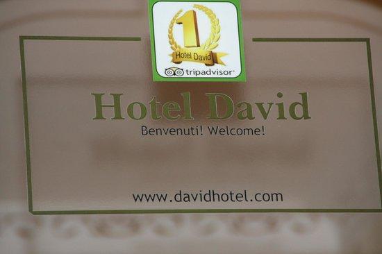 Hotel David: Sign