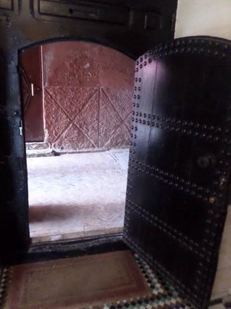 Riad El Mansour: The amazing door taking you into the Riad