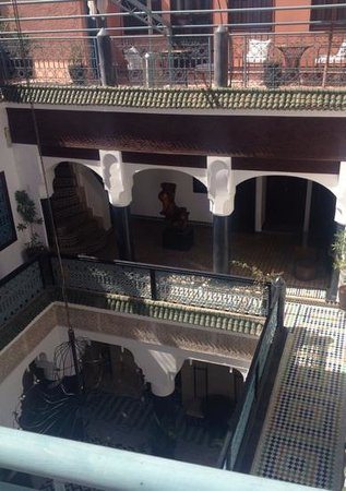 Riad El Mansour: Looking down from the roof terrace