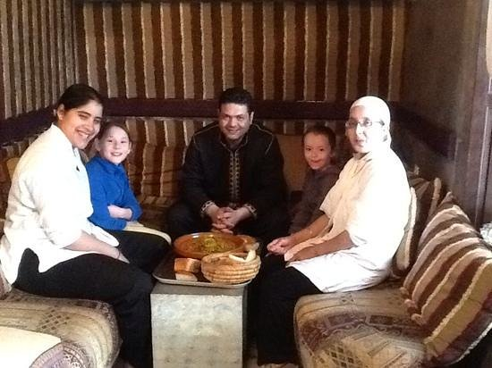Riad El Mansour : A very special time for our girls having lunch with the staff