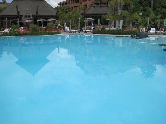 Sheraton La Caleta Resort & Spa, Costa Adeje, Tenerife: Bigger of the two pools