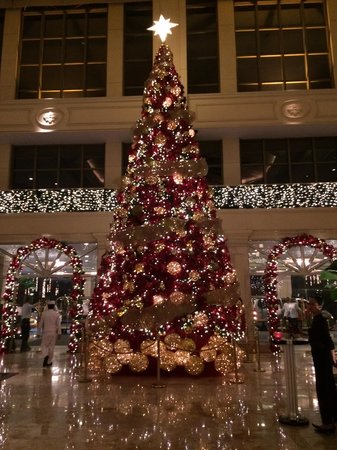 The Peninsula Manila: Holiday Decor