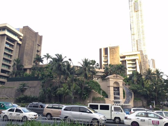 The Peninsula Manila: Outside view of the hotel -- and the traffic.