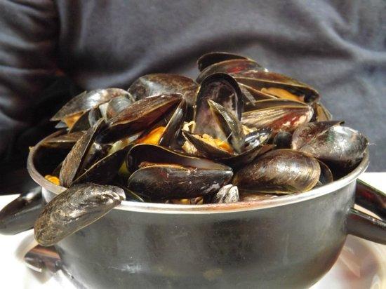 Rue des Bouchers: A huge pot of mussels