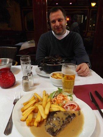 Rue des Bouchers: My steak et frites.