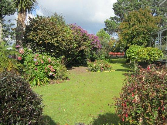 Archer House: Gardens