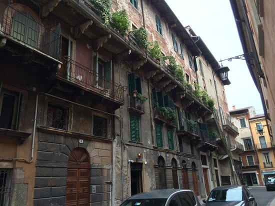 Colors of Italy - Guided Tours : Renaissance balcony