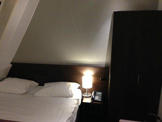 Hotel Luxer: corner with closet