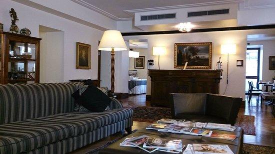 Relais 6: Hotel lobby