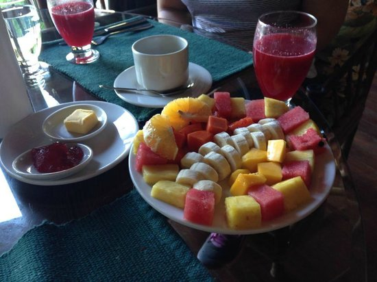 El Remanso Lodge : Fresh fruit and juice