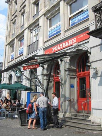 Sorell Hotel Rütli: the polybahn cuts through a building.