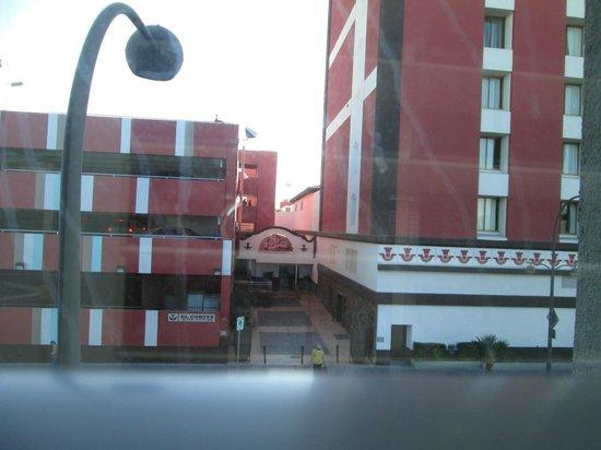 El Cortez Cabana Suites : El Cortez across street from my room