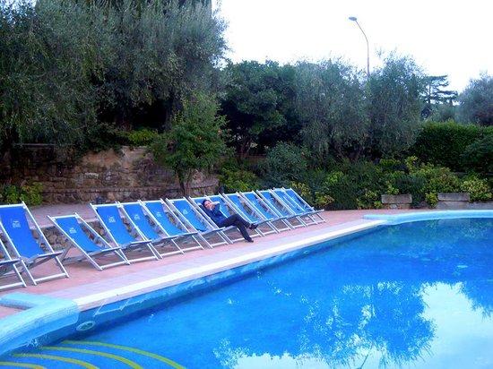 Villa Paradiso Village : Relax serale in piscina!