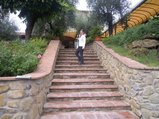 Villa Paradiso Village : Particolare della scalinata antistante l'ingresso