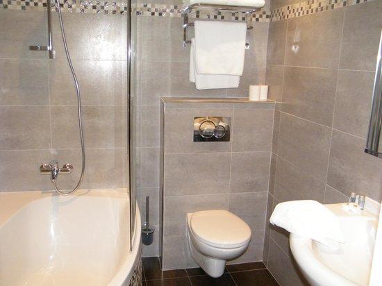 Hotel de la Darse: salle de bain