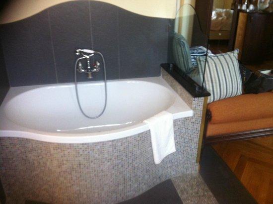 Grand Hotel Savoia: Zimmer