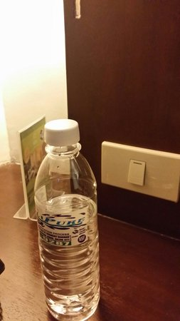 ACL Suites : The bottle of water I bought for 27.5 peso (almost 60 US cents or 1 singapore dollar)