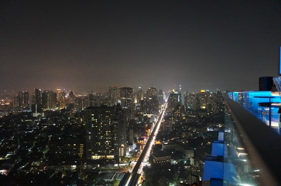 Bangkok Marriott Hotel Sukhumvit : view from a rooftop bar
