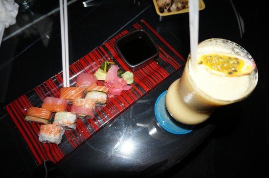 Bangkok Marriott Hotel Sukhumvit : snacks in the rooftop bar