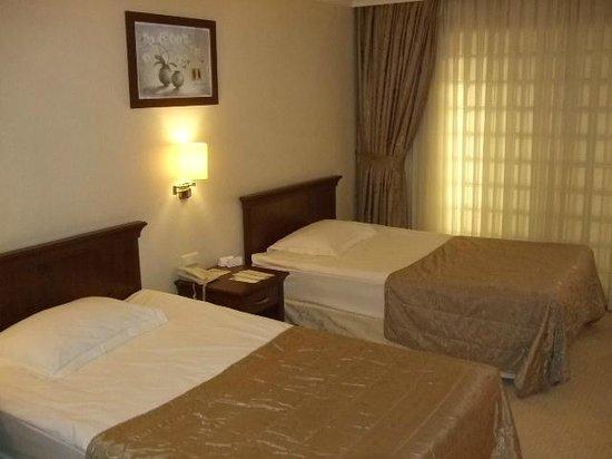 TAV Airport Hotel : Beds