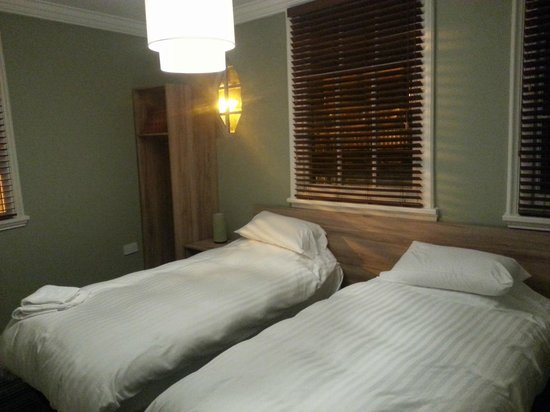 24 Catharine Street Hotel : Twin Room