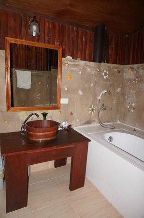 Lipa Bay Resort: Bathroom