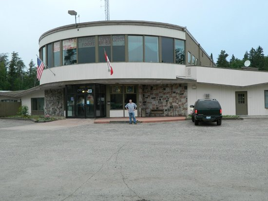 Falcon Lake Hotel: Well located between Winnipeg and Kenora, you can make it to the Wawa Motor Inn by dark from her