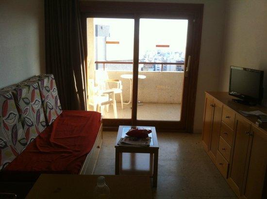 La Era Park Apartments: Living Area