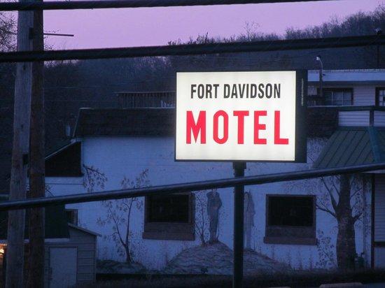 Fort Davidson Hotel: sign