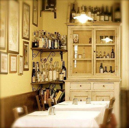 Trattoria Dell'Alba : Il nostro Tavolo nell'angolo, la vostra foto su FB