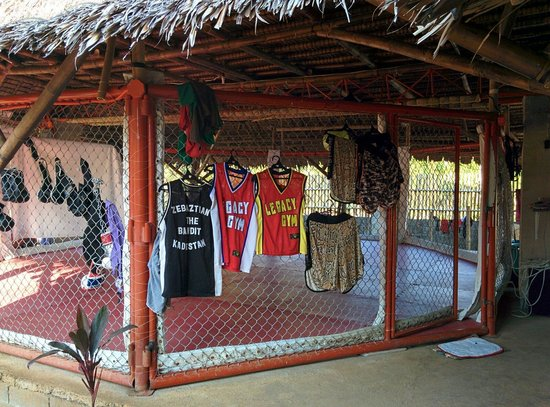 Legacy Gym Boracay: Cage