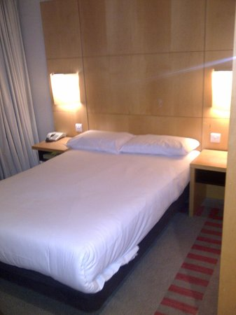 Britannia Airport Hotel: Basic and a little cramped but comfortable enough