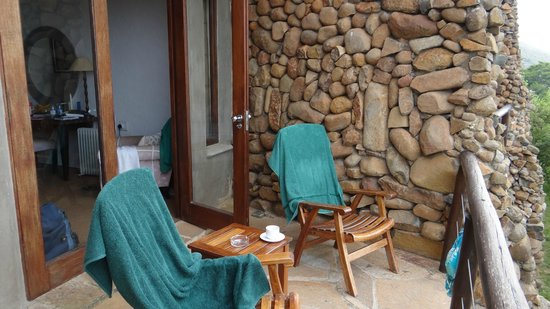 Isandlwana Lodge: The balcony - for most rooms these are very secluded and all overlook the wide vista.