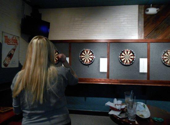 The Bungalow Alehouse: Darts