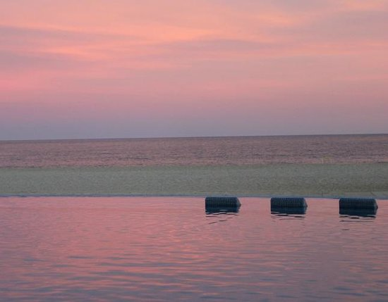 The Grand Mayan at Vidanta Los Cabos : Pink sunset and full moon first night at Grand Mayan