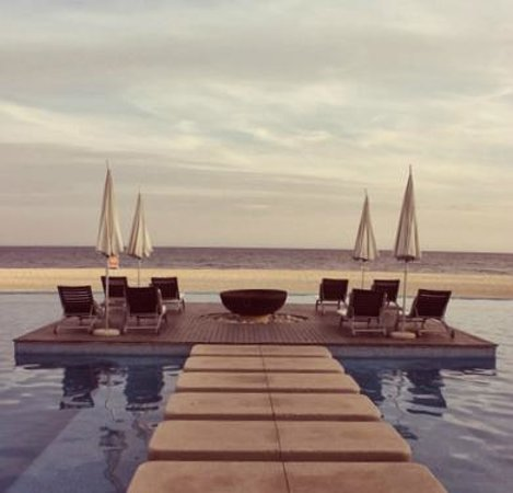 The Grand Mayan Los Cabos: Lounge on the pool